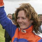JOURE, 10-07-09. Swipedei, paardekoersen om de Gouden Swipe voor amatrices. Hiltje Tjalsma mag de Gouden Zweep mee naar huis nemen.